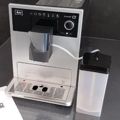 Kaffeevollautomat Milchbehälter